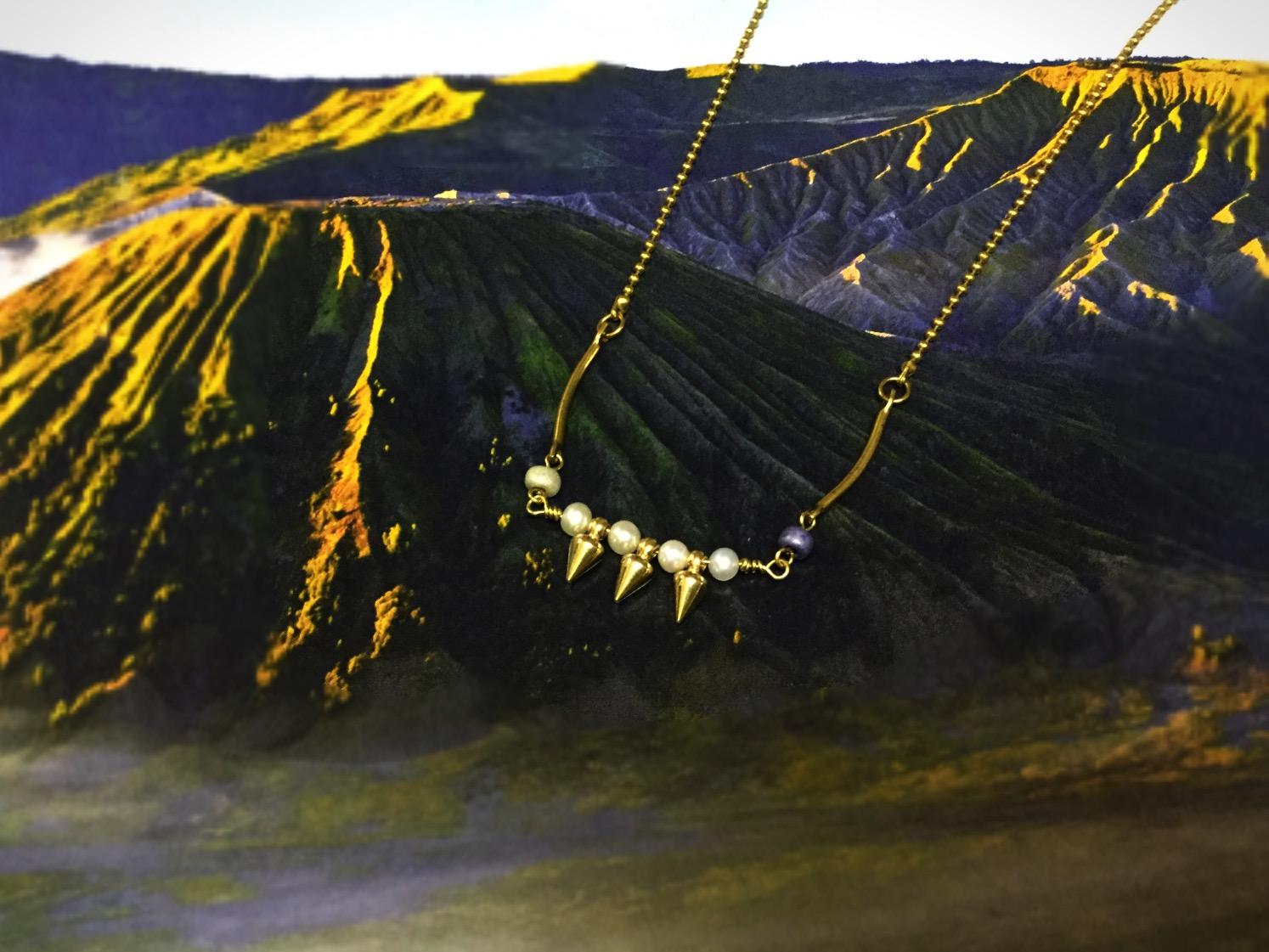 山巒地景 黃銅珍珠項鍊