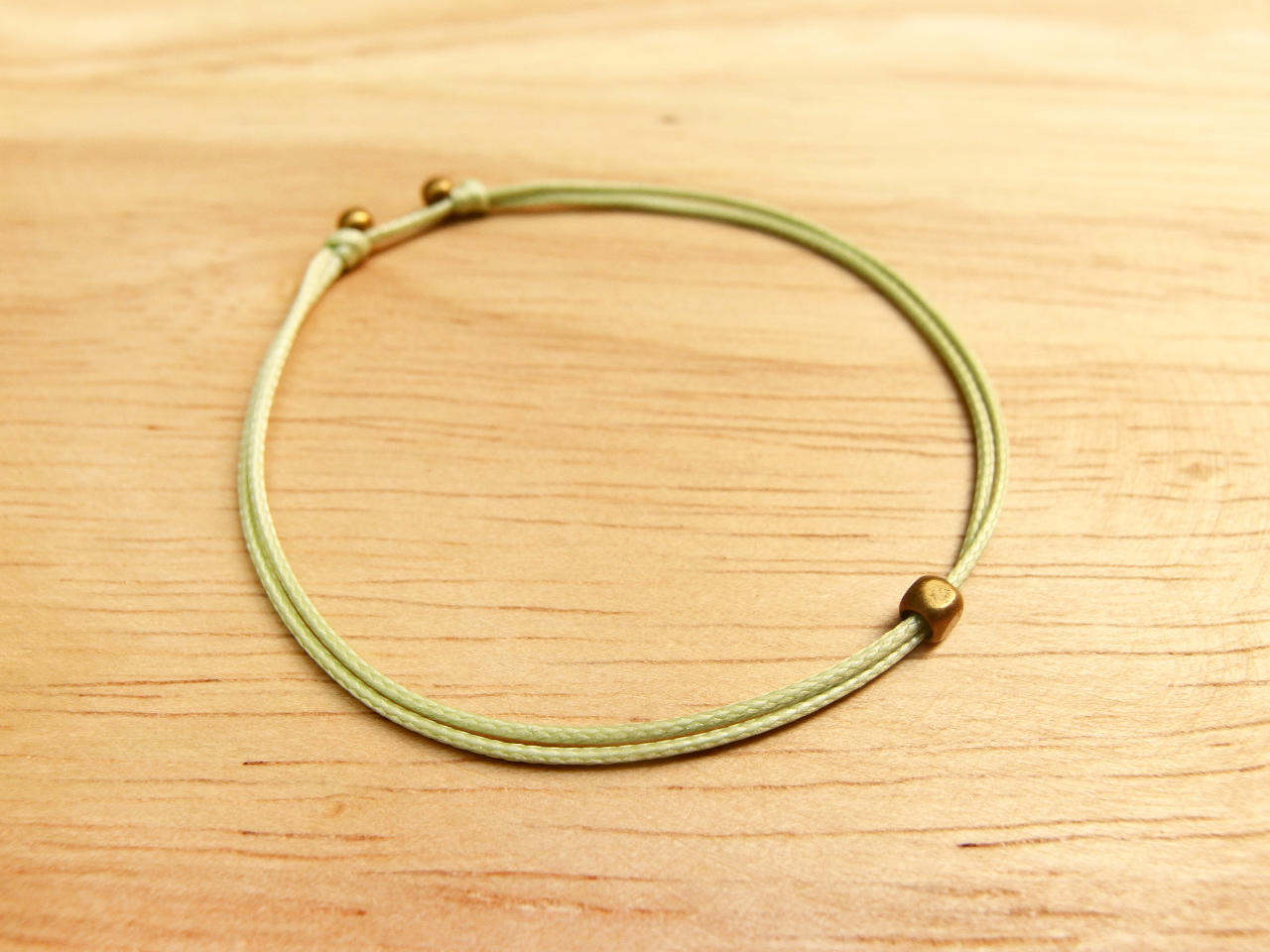 Charlene-牽引手環-飾品尺寸有S、M、L,此頁S+淺果綠細線,編號SYM08