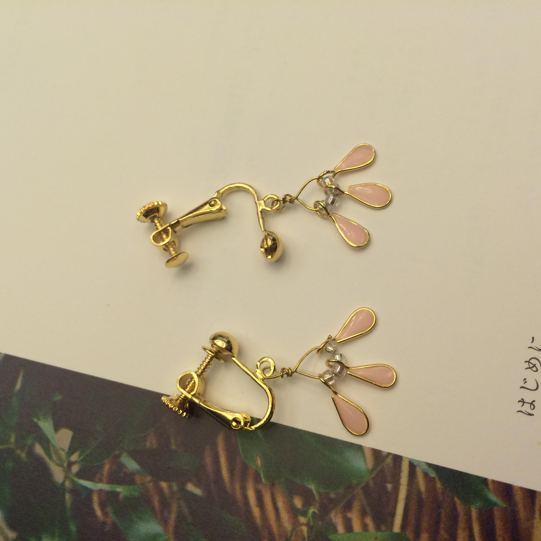 Phong-tshi no.12 樹脂女孩 裸粉 水滴 耳環