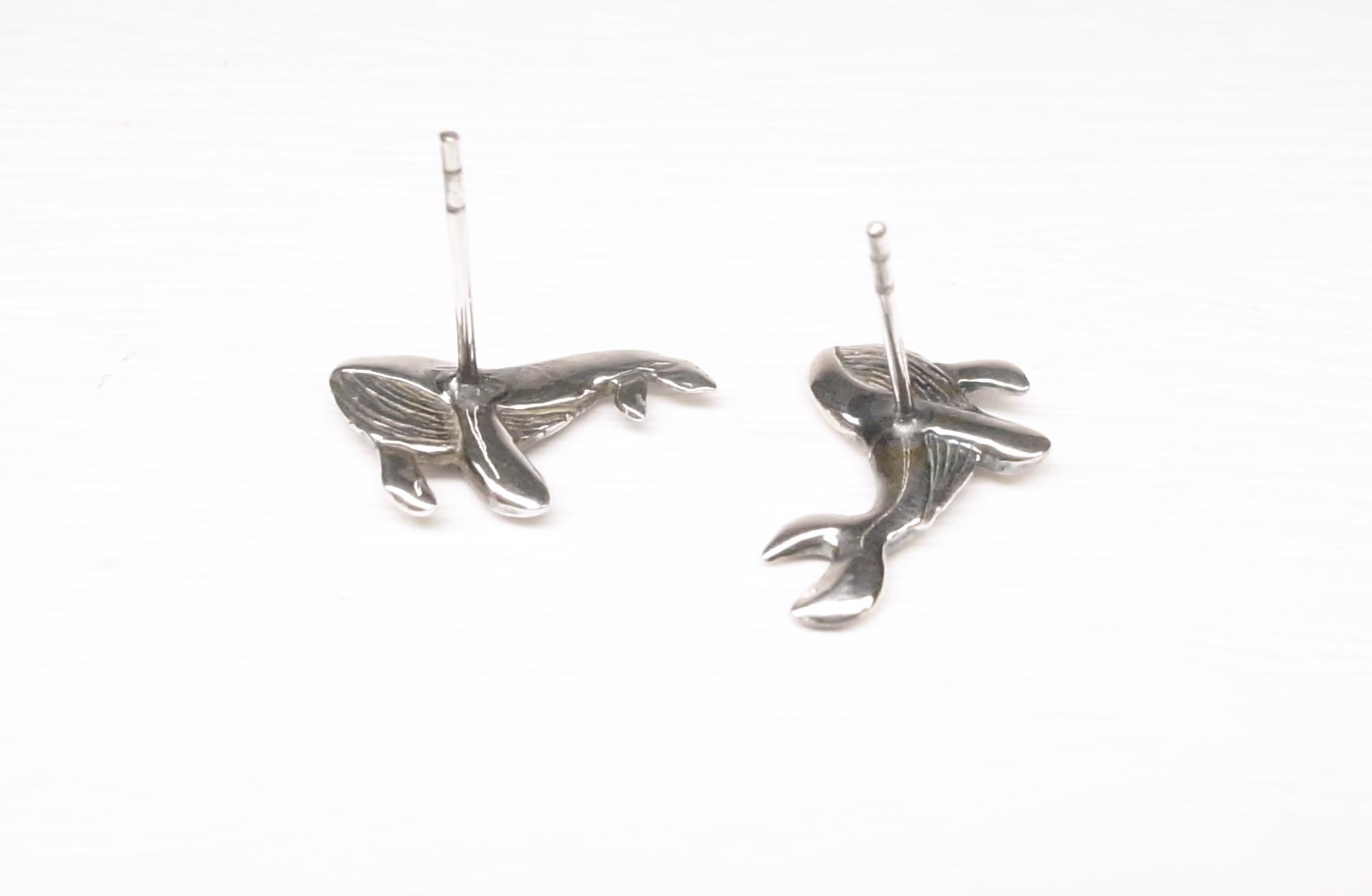 《二毛銀》【小鯨魚純銀耳環】(一對)