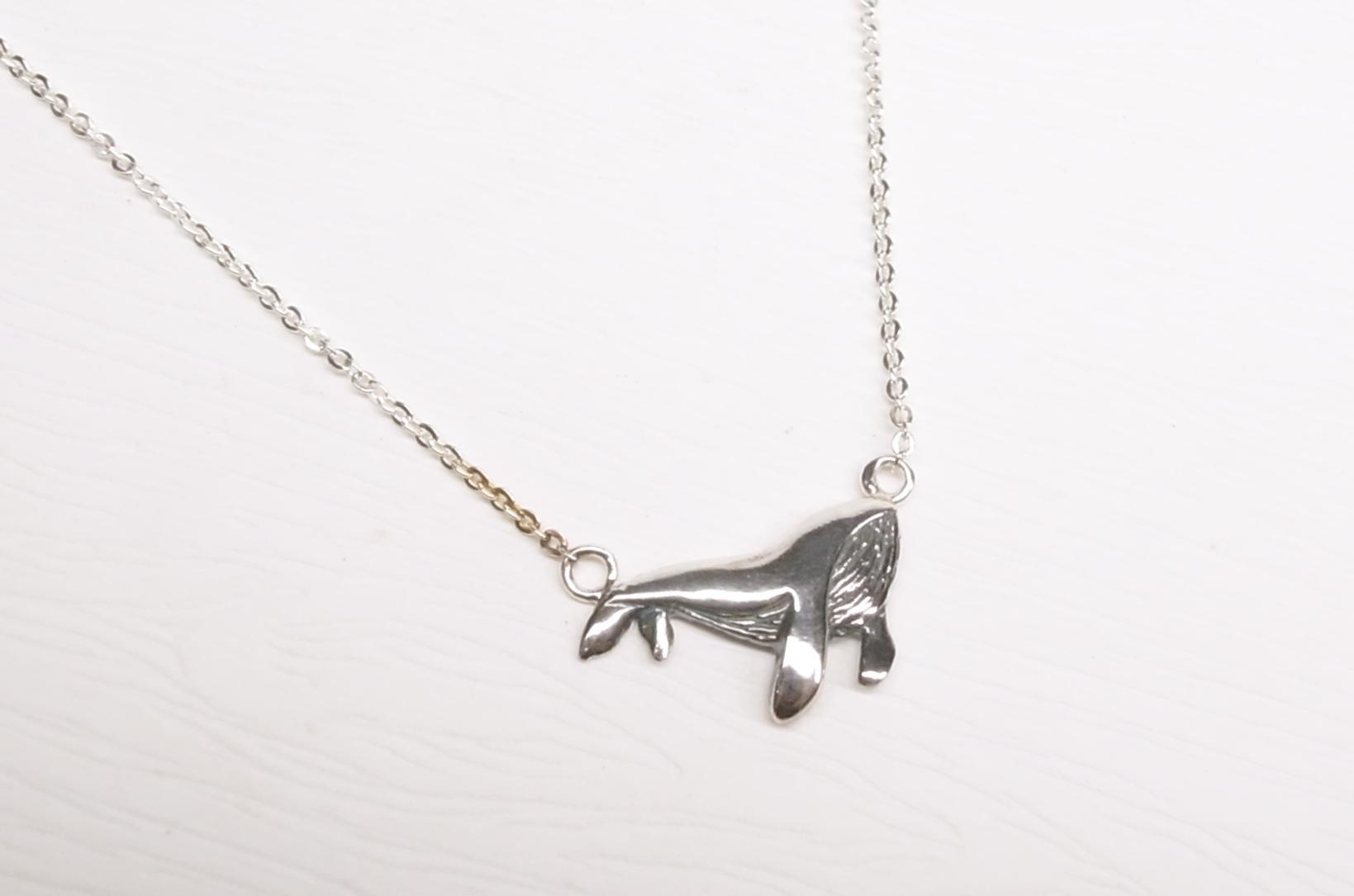 《二毛銀》【小鯨魚(尾巴朝下)純銀小短鏈】(16吋)