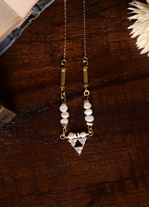 白玉舞光三角項鍊