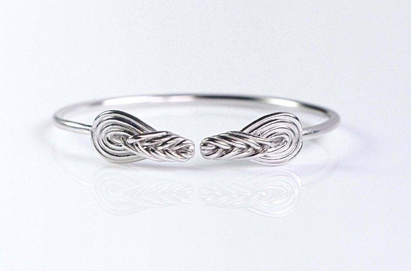 繩結記事。環環相繞 925銀琵琶結手環。