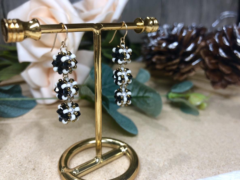 【輪狀珠寶球】- 華麗毛毛蟲耳環(黑)