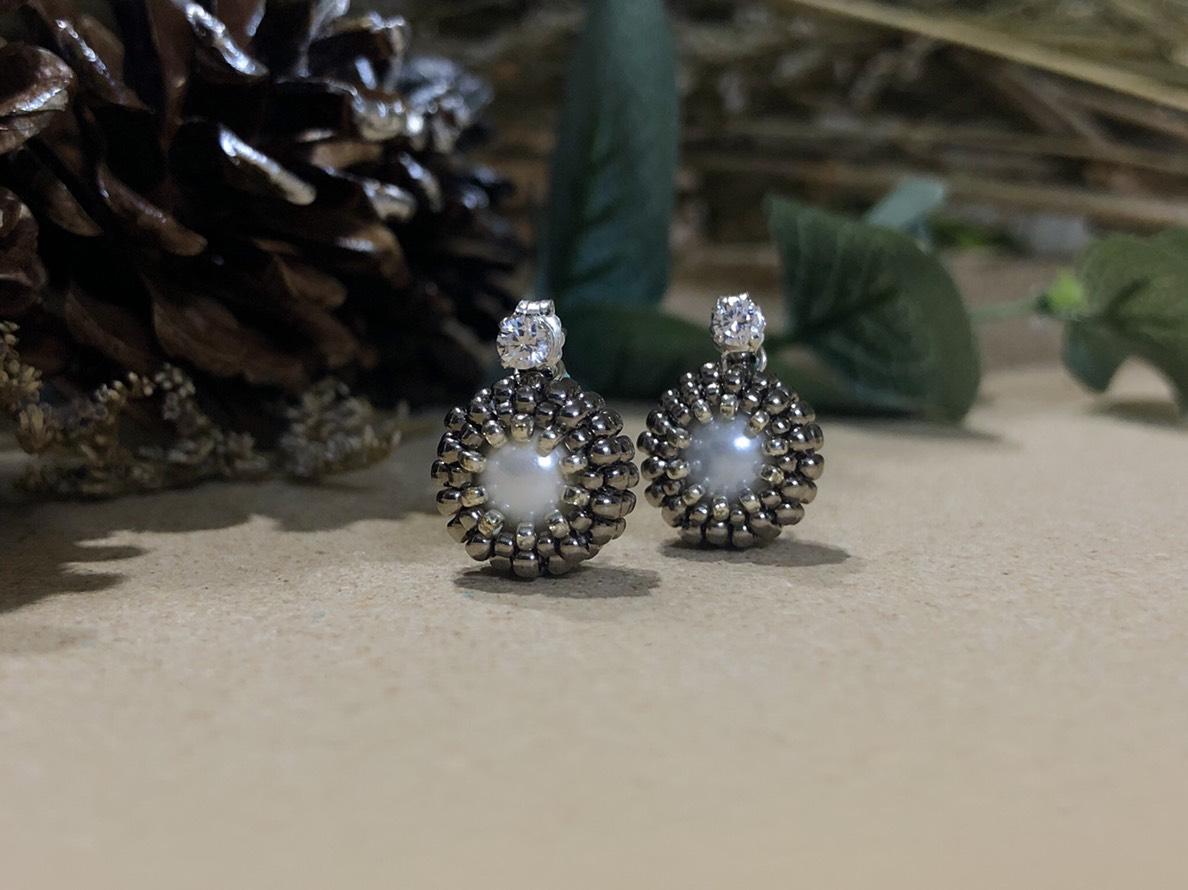 【包鑲】- 小雪球後扣式耳環 (銀)