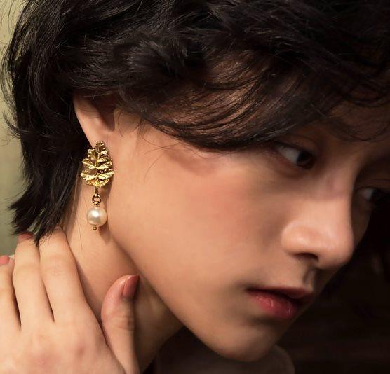 葉的輪廓垂墜式耳環