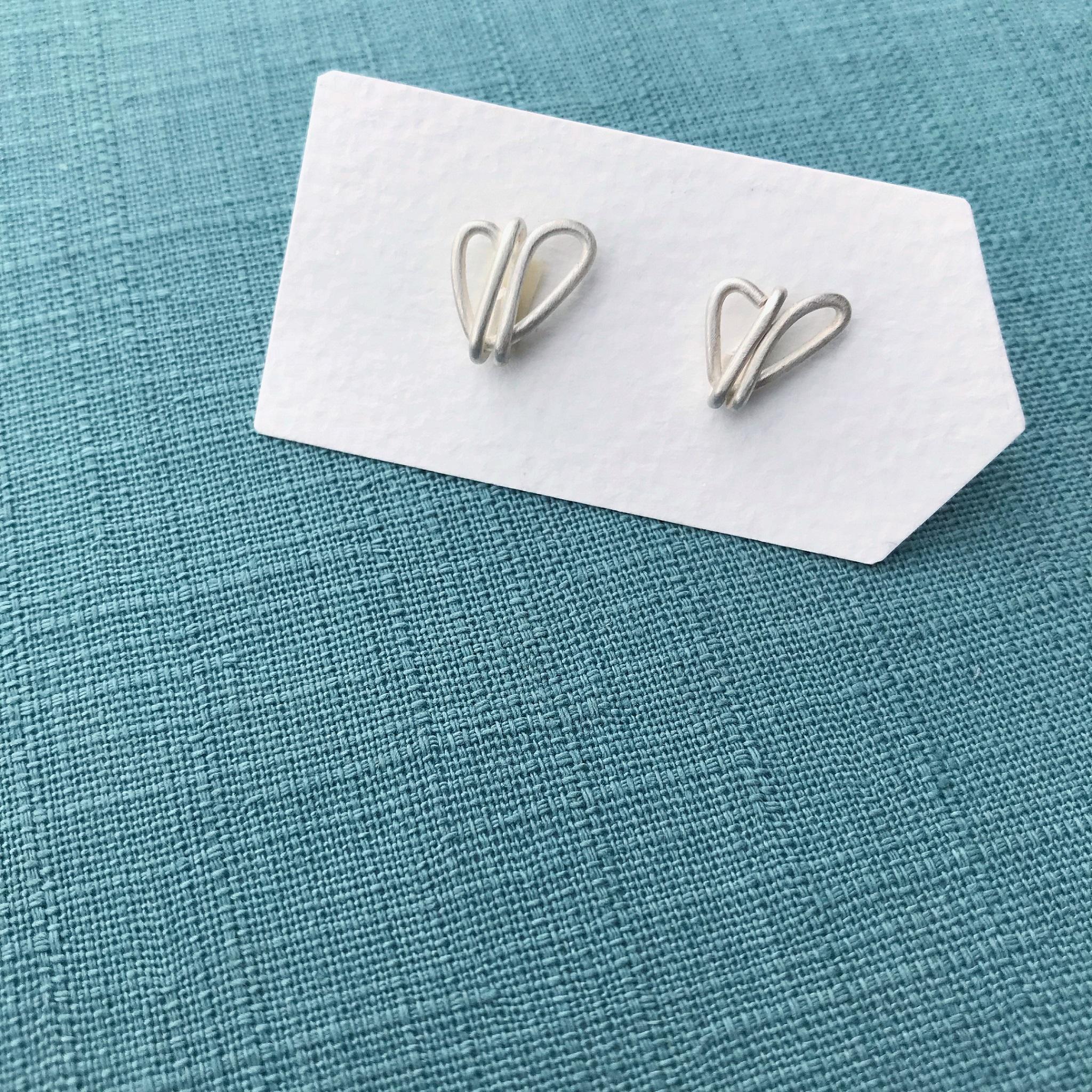 純銀耳環 - 不對稱愛心