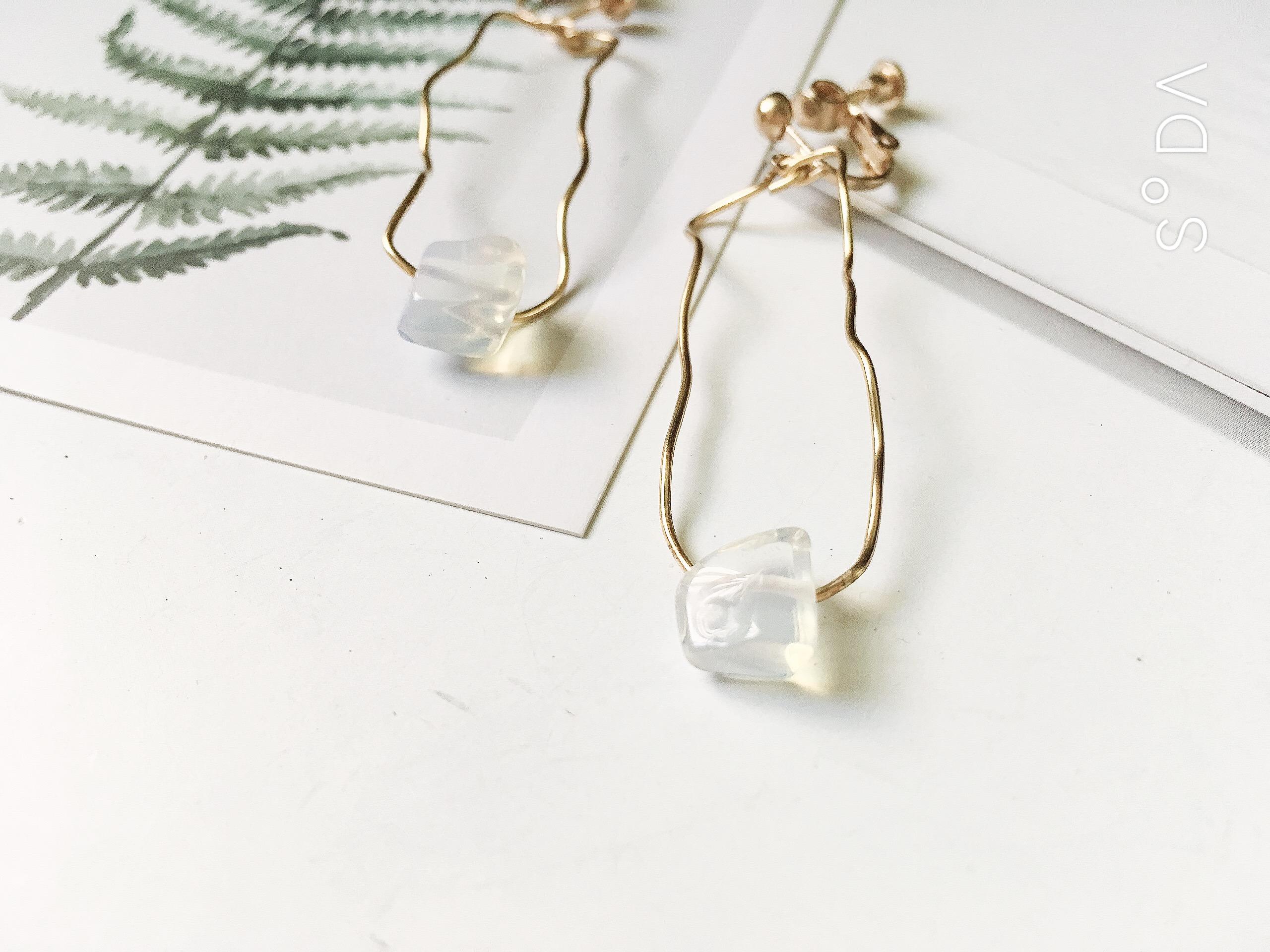 +聖誕節交換禮物+彎彎曲曲的方 蛋白石耳環