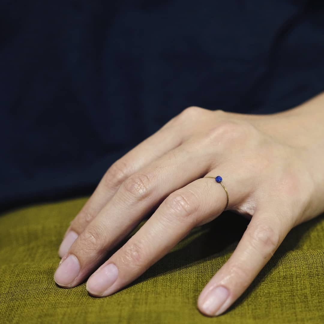 黃銅手敲戒指-簡約款-青金石線戒